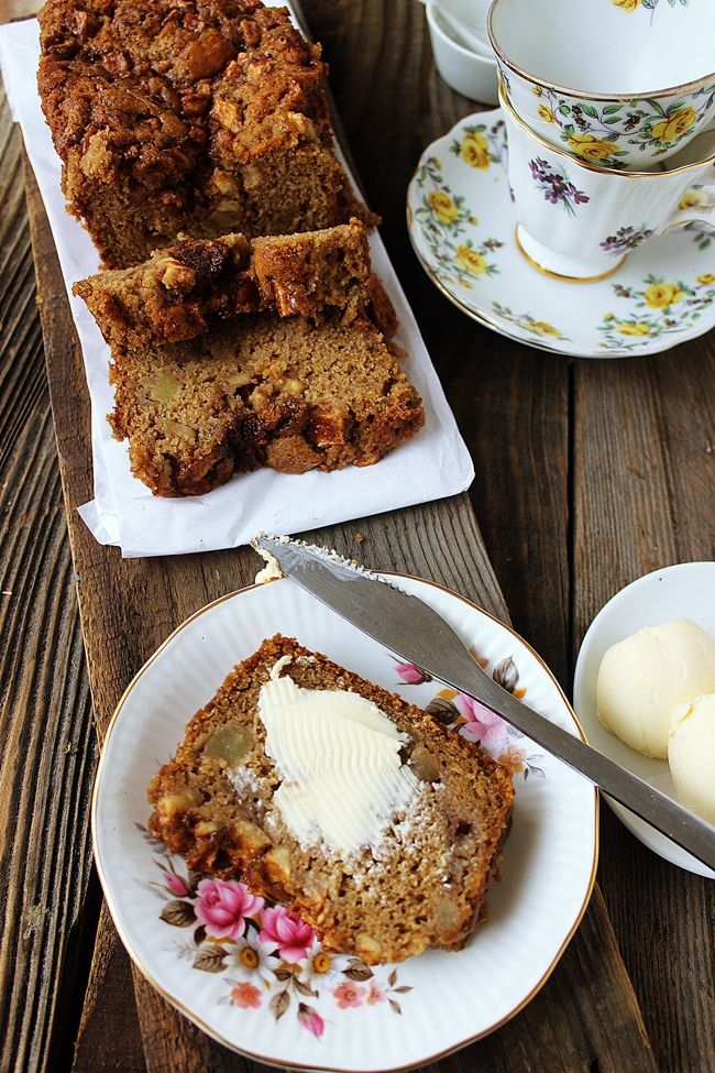 Vegan Apple Loaf Cake Recipe!