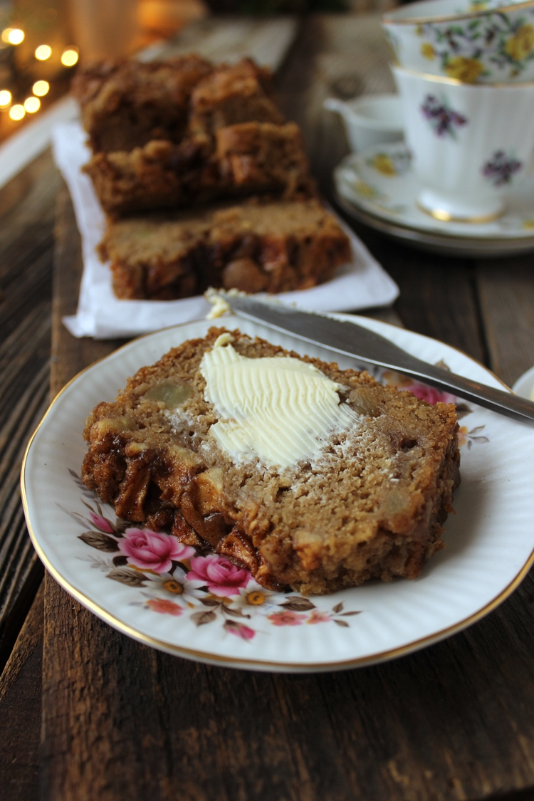 Vegan Apple Cake Recipe! So easy!